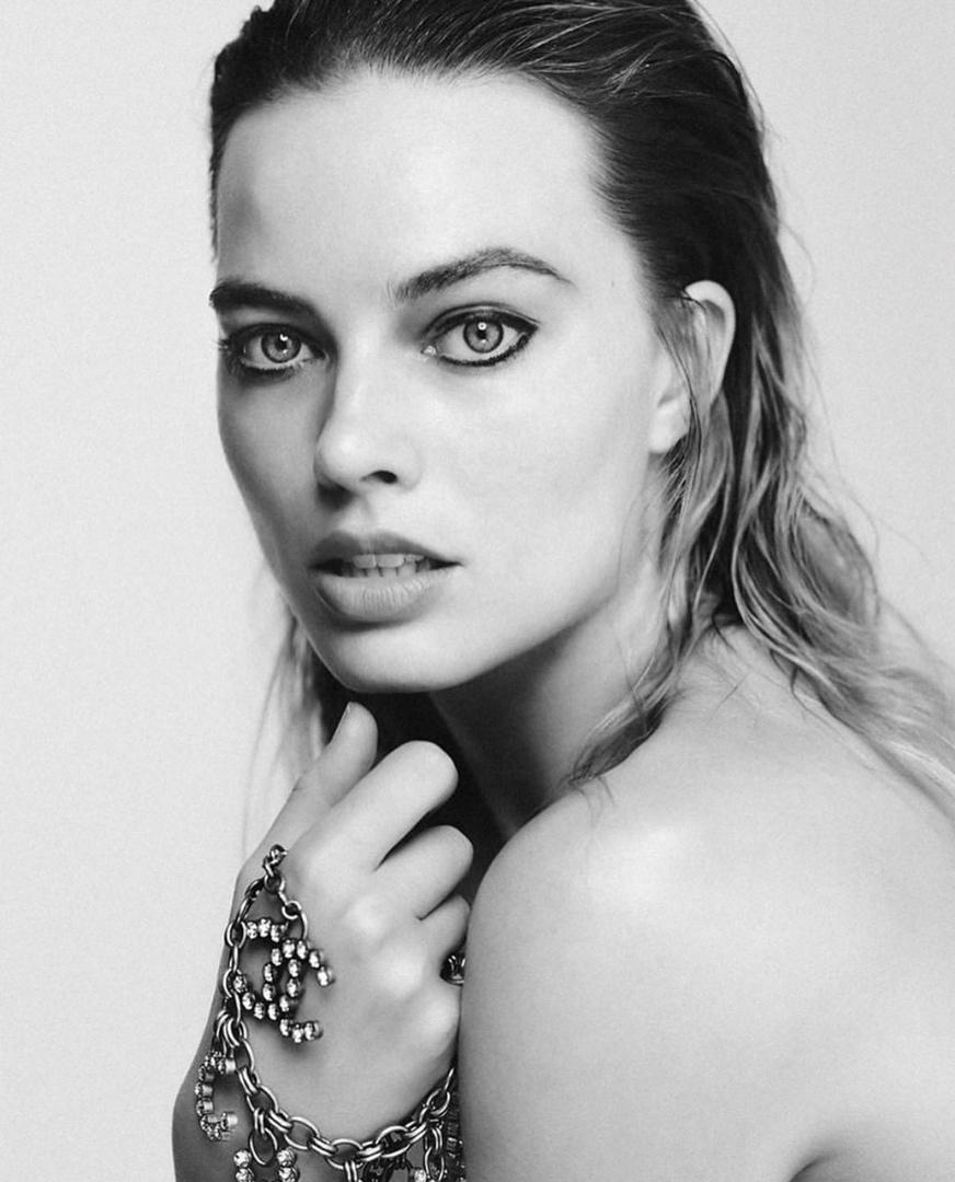 Margot Robbie fait un bonnet de natation look bien - Photo 11