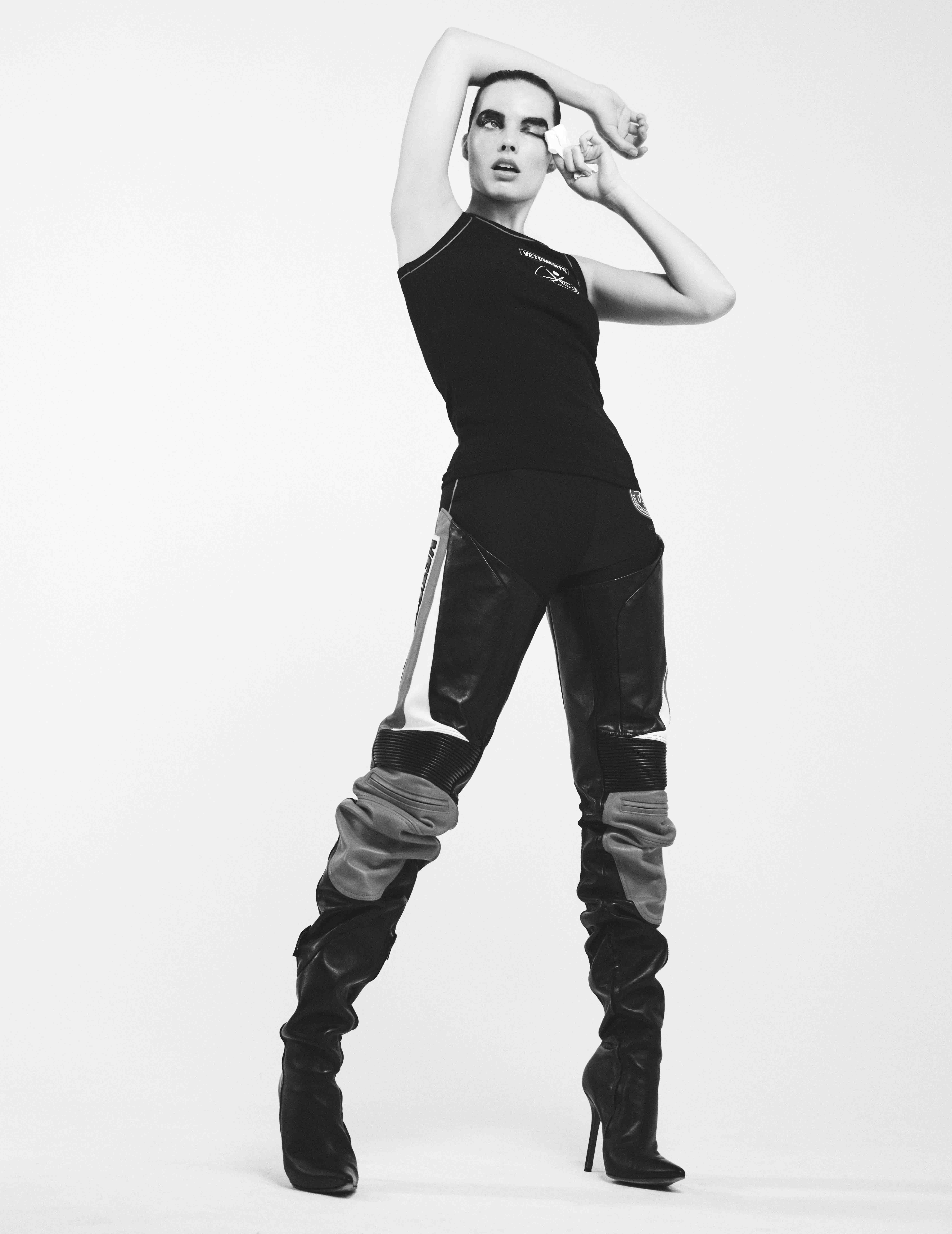 Margot Robbie fait un bonnet de natation look bien - Photo 4