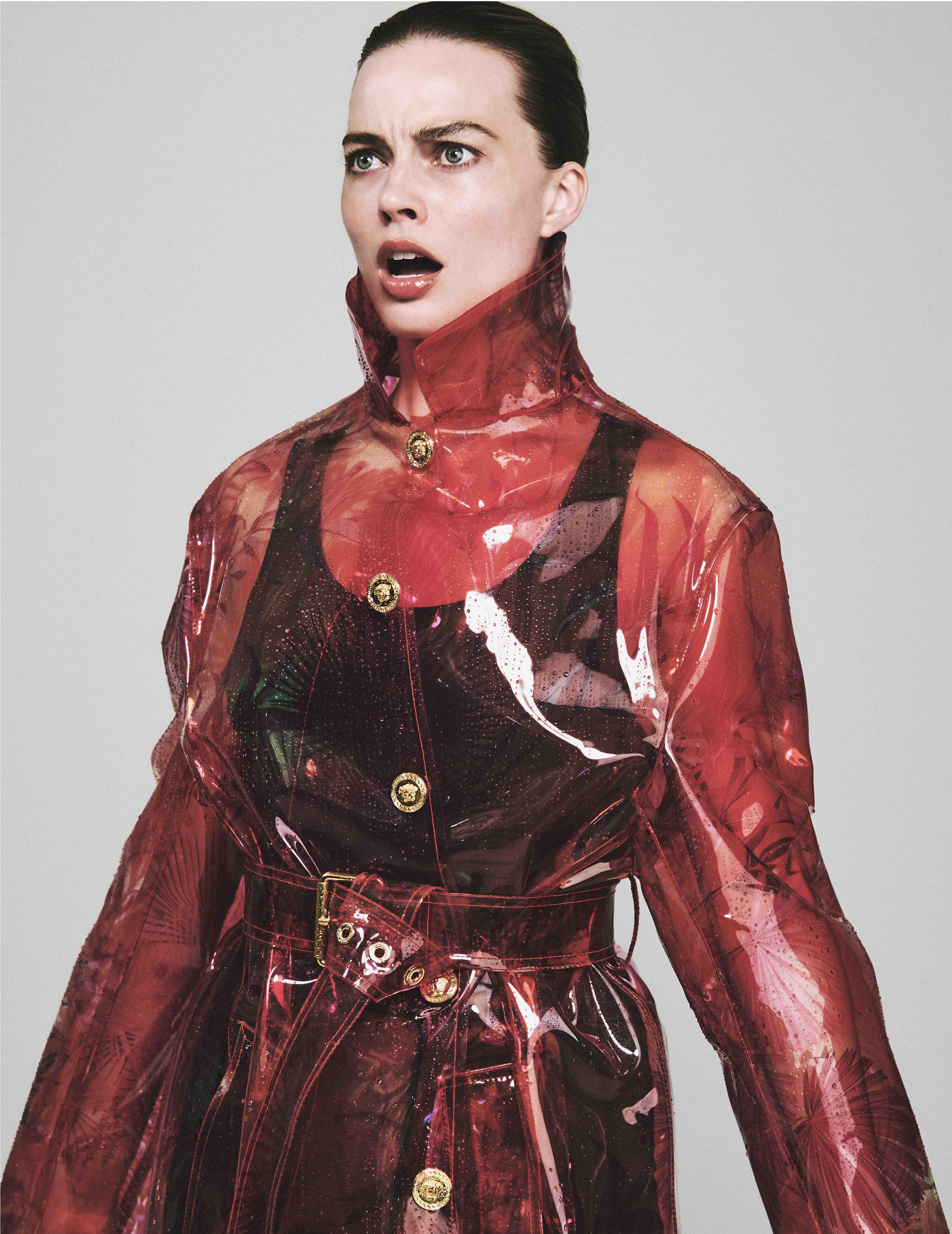 Margot Robbie fait un bonnet de natation look bien - Photo 5