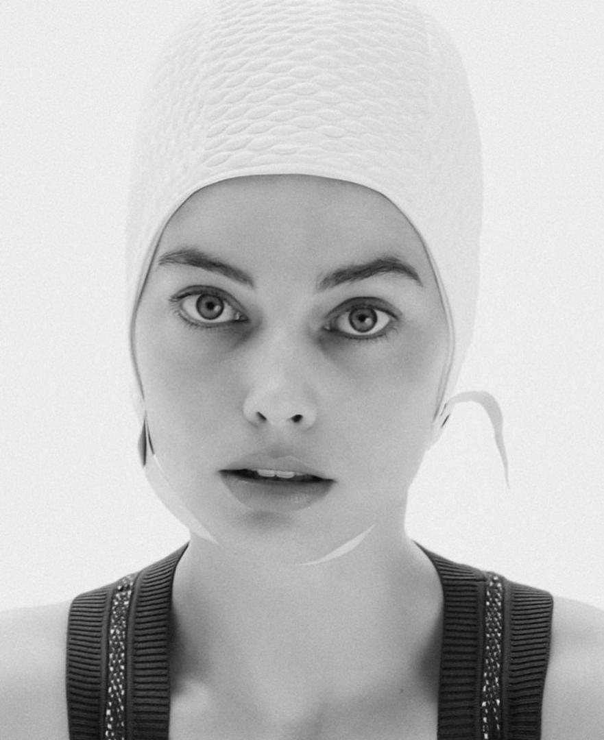 Margot Robbie fait un bonnet de natation look bien - Photo 2