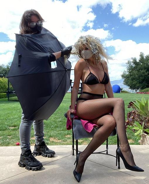 Heidi Klum Lingerie Social Distancing Salon