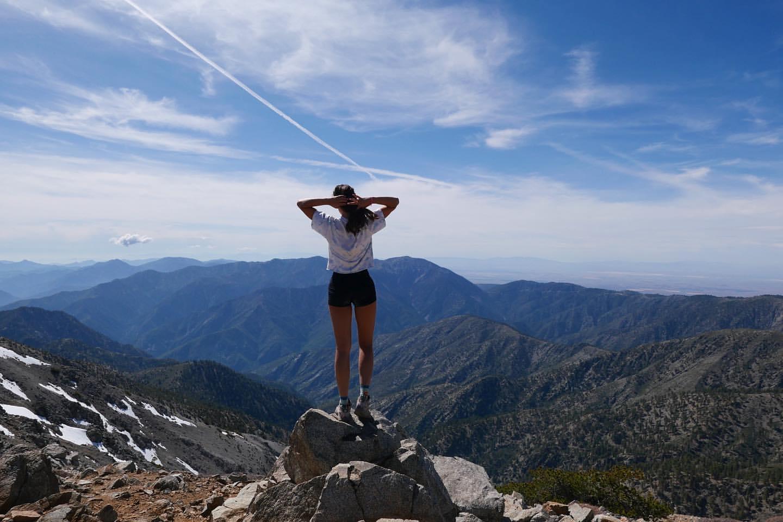 Eiza Gonzalez fait une randonnée! - Photo 3
