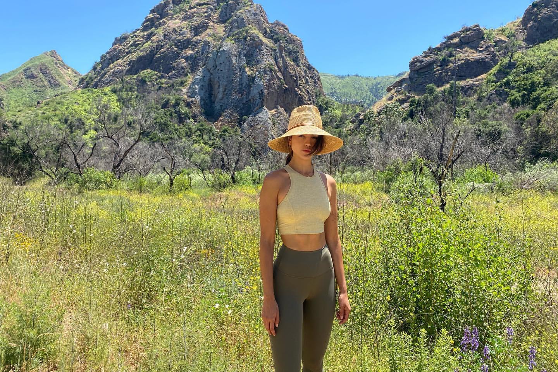 Eiza Gonzalez fait une randonnée! - voir les 0 photos sur news-people.fr !