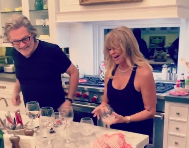 Goldie Hawn Dances Her Way Through the Dishes!