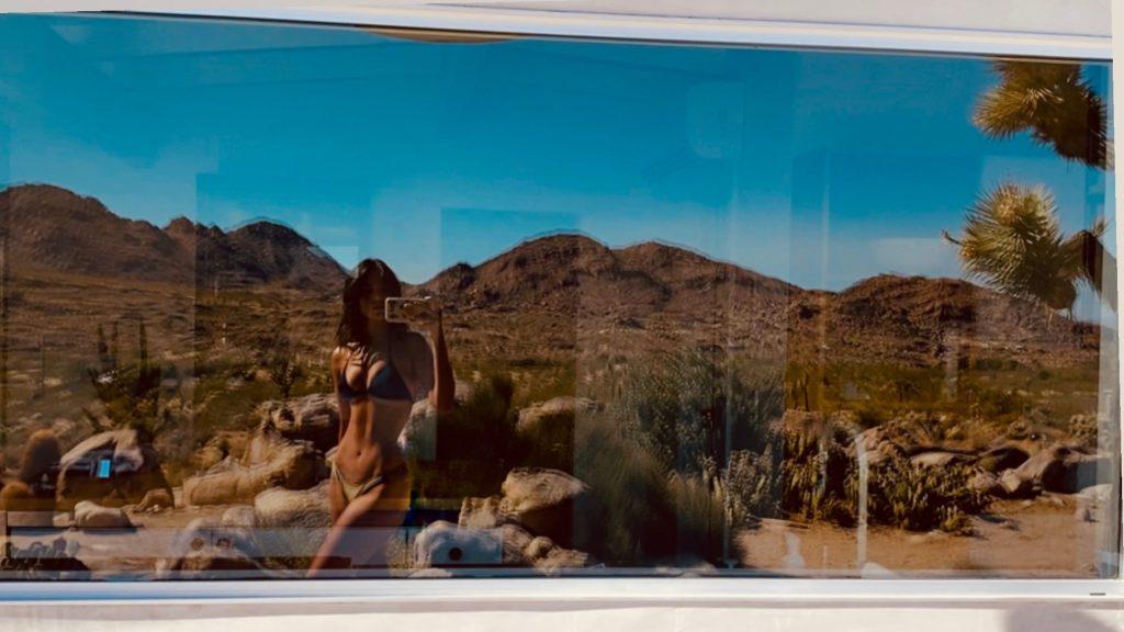 Eiza Gonzalez Reflects in a Bikini!