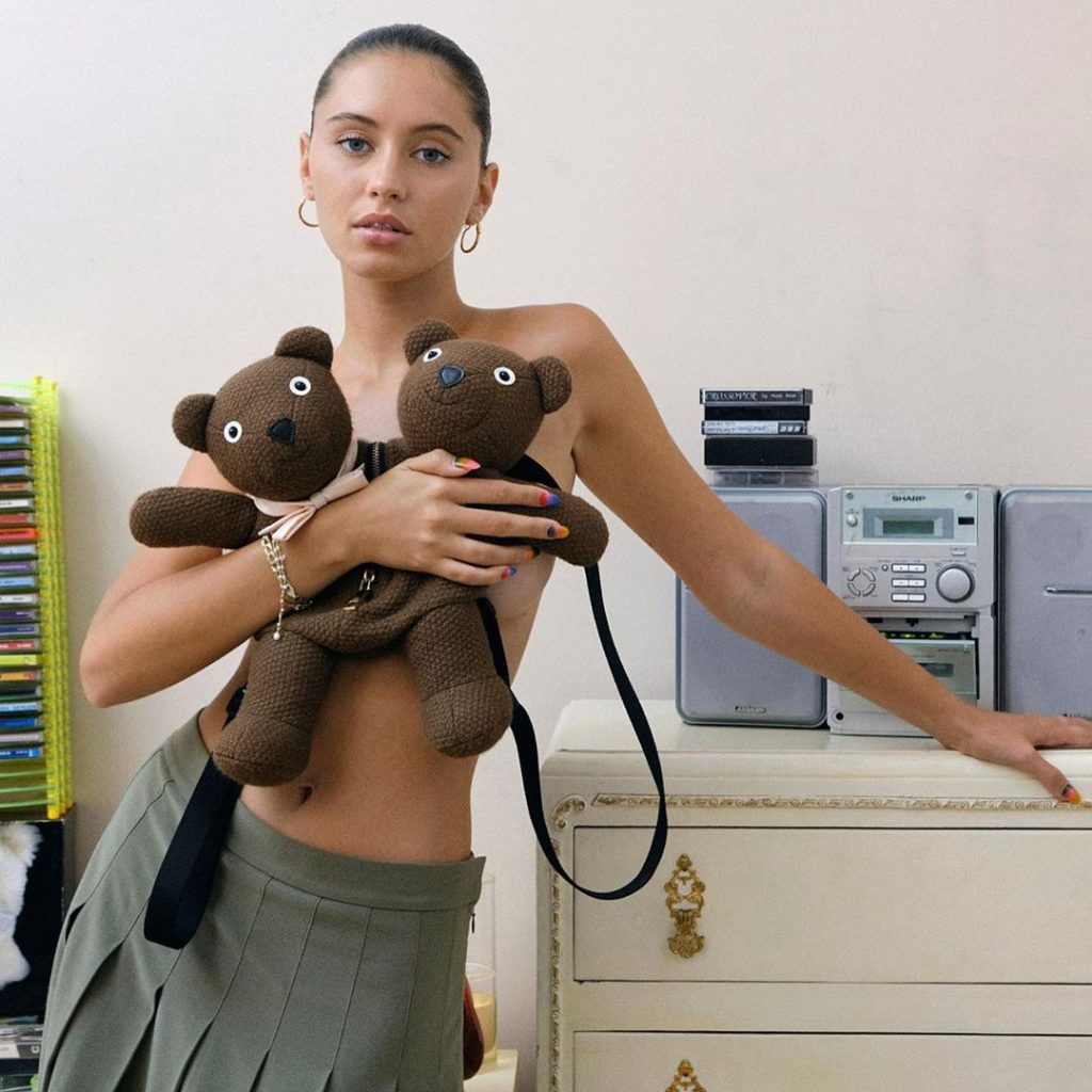 Iris Law is In Heaven!