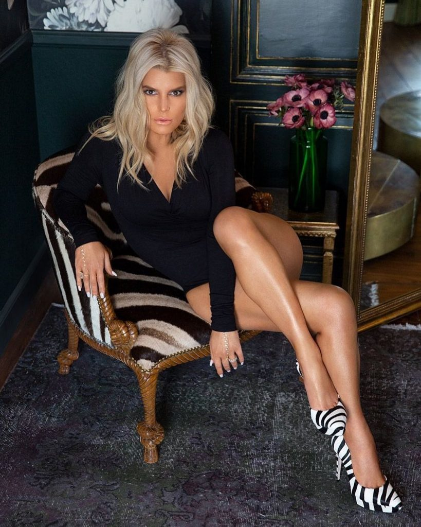 Jessica Simpson's No Pants Needed Quarantine Rule!