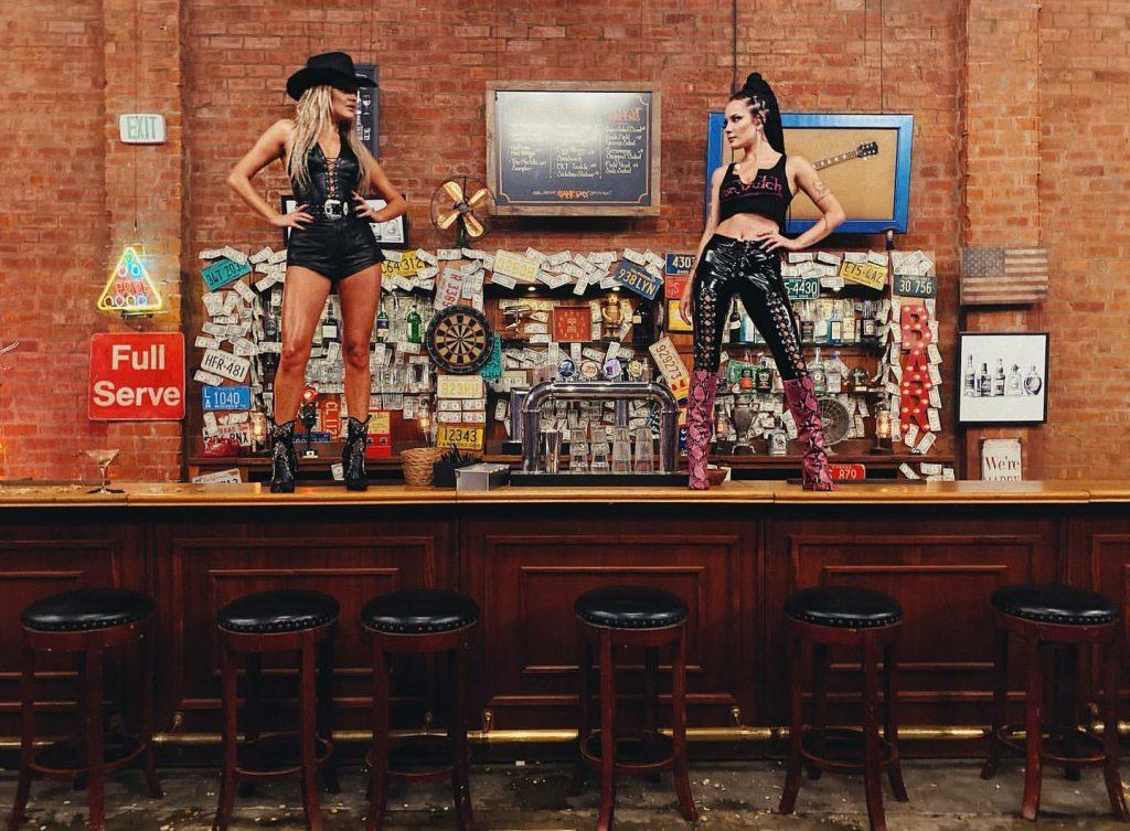 Halsey and Kelsea Ballerini's Coyote Ugly!