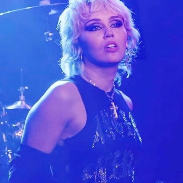 Miley Cyrus the Rockstar!