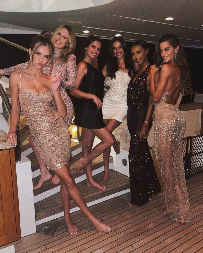 Victoria's Secret Angels Ring in the New Year!