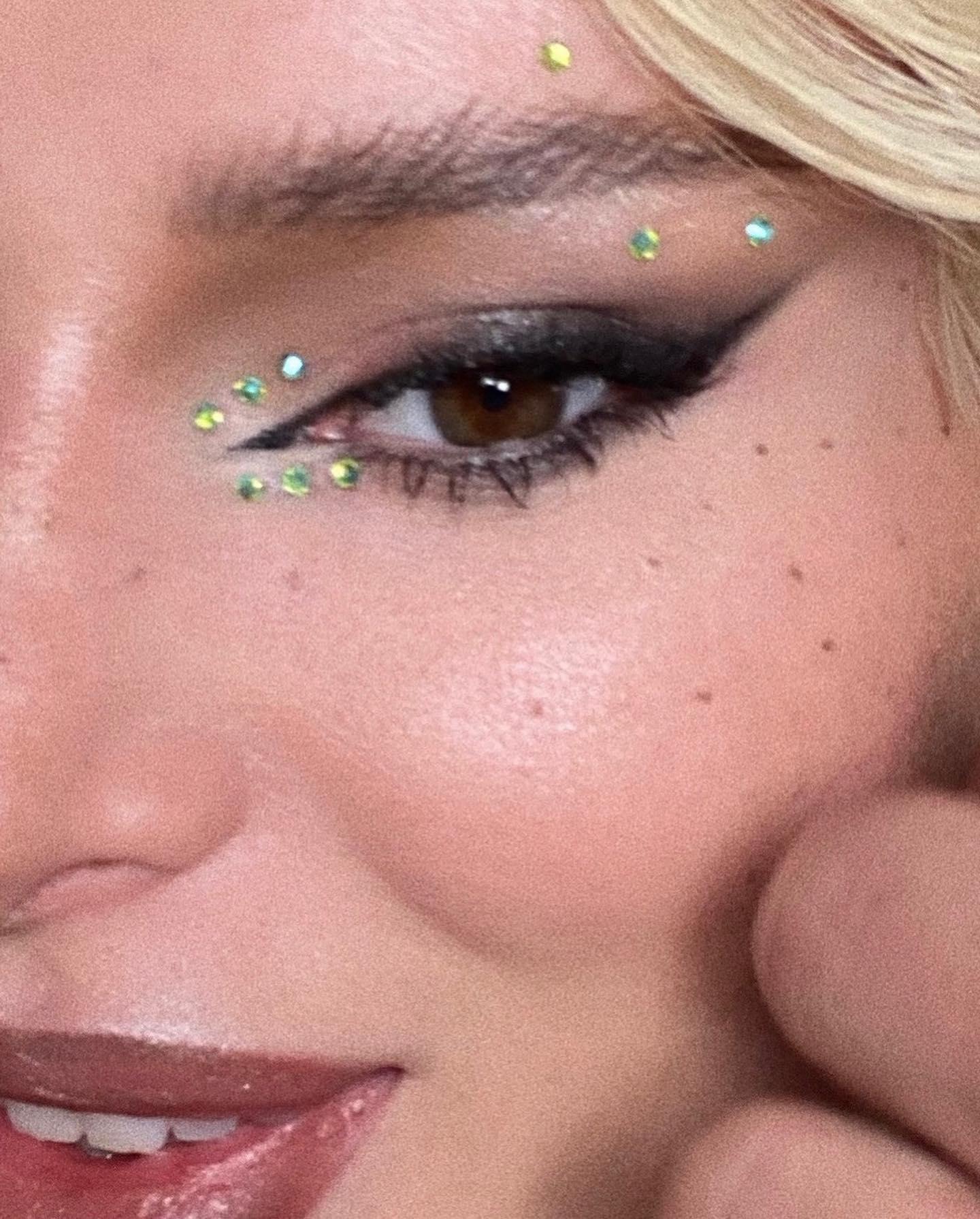 Bella Thorne devient blonde! - Photo 3