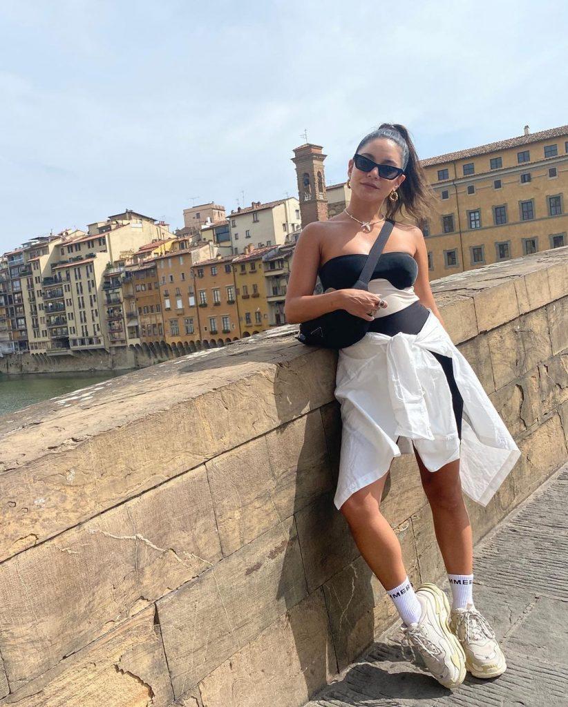 Vanessa Hudgens the Tourist!