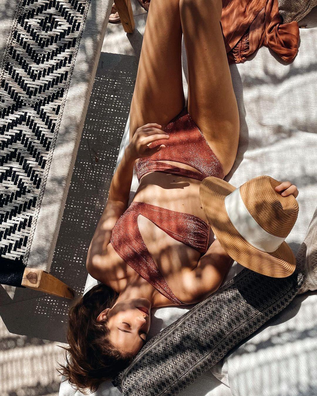 Au lit avec Barbara Palvin! - Photo 17