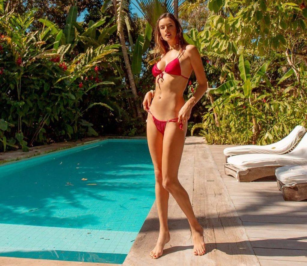 Alessandra Ambrosio Hits the Pool!