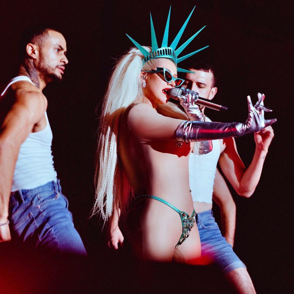 Christina Aguilera is Lady Liberty!
