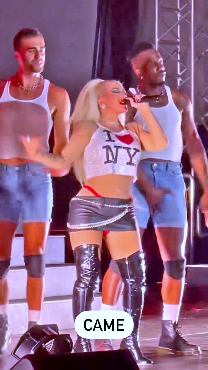 Christina Aguilera is Lady Liberty! - Photo 2