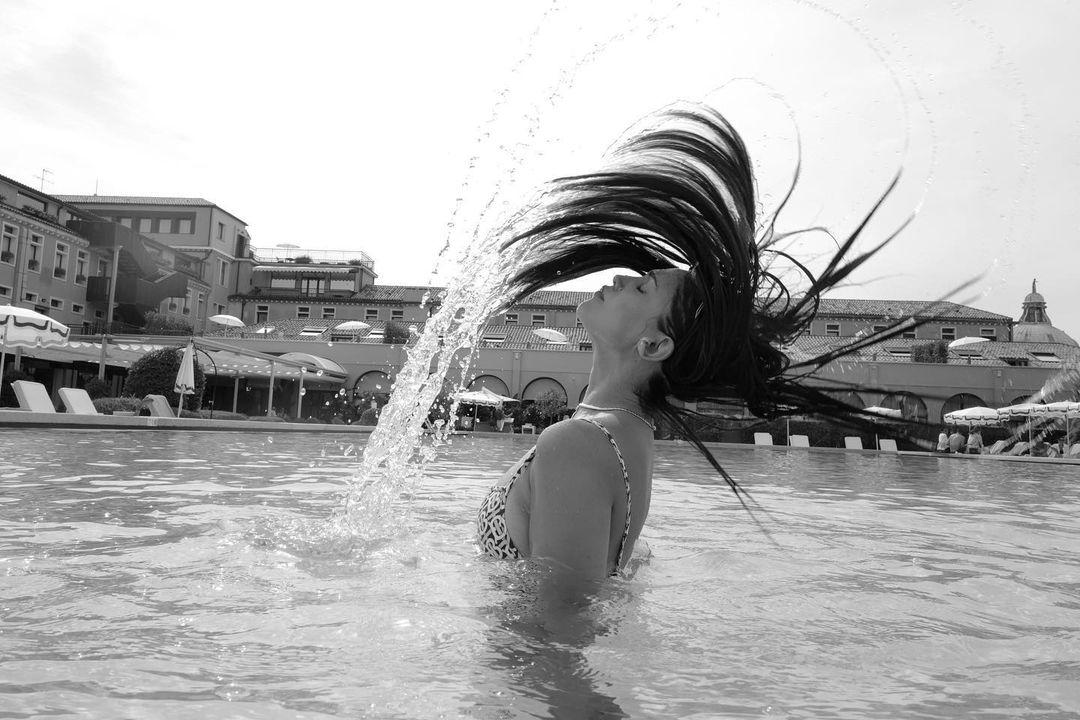 Photo n°1 : Eiza Gonzalez sous l?eau!
