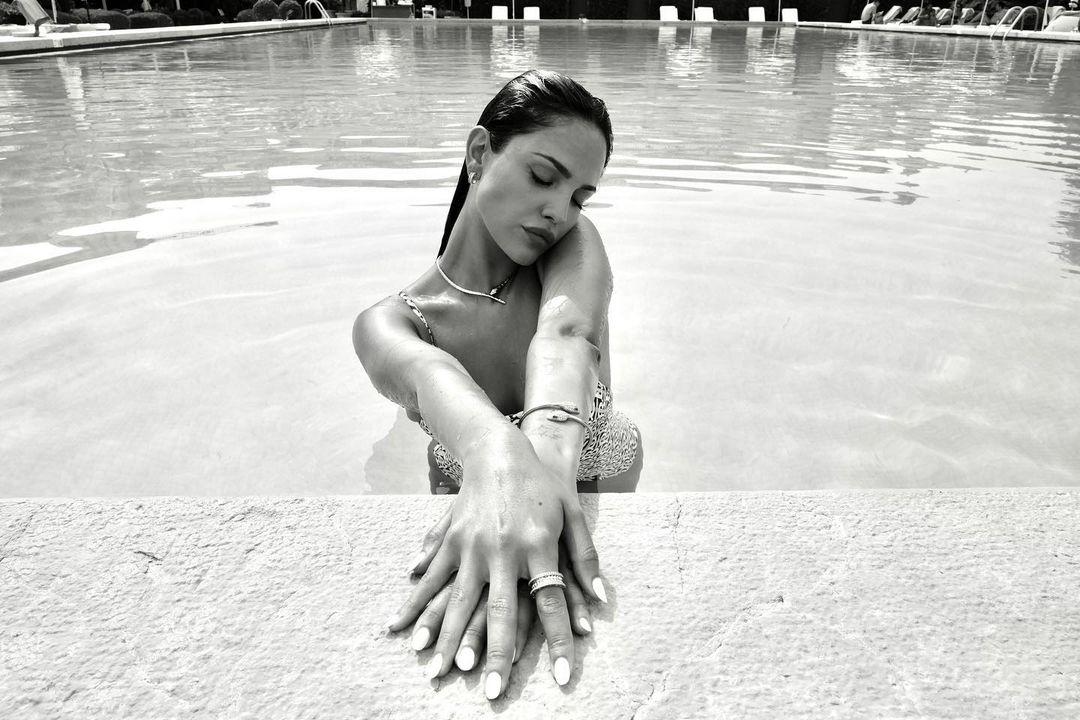 Photo n°2 : Eiza Gonzalez sous l?eau!
