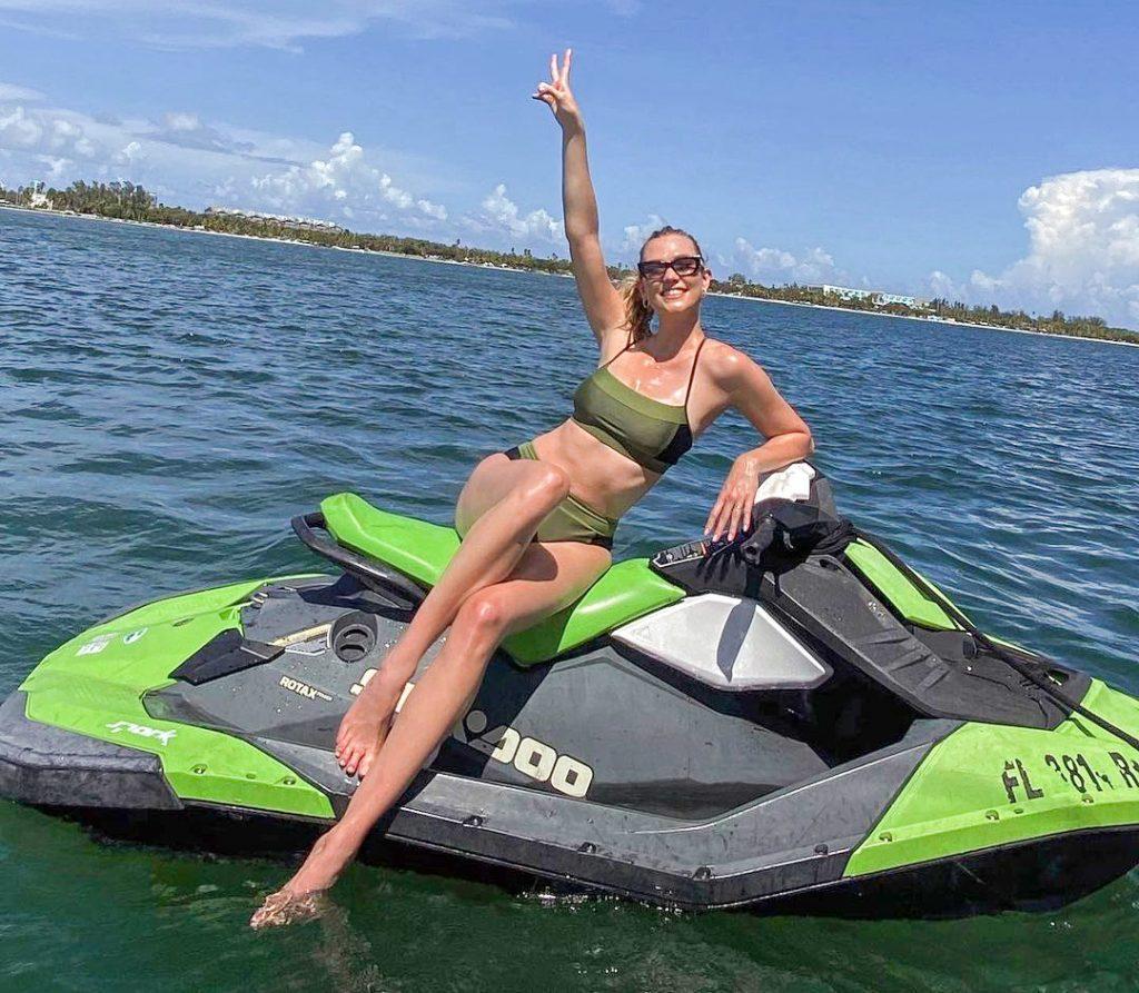 Karlie Kloss Loves Watersports!