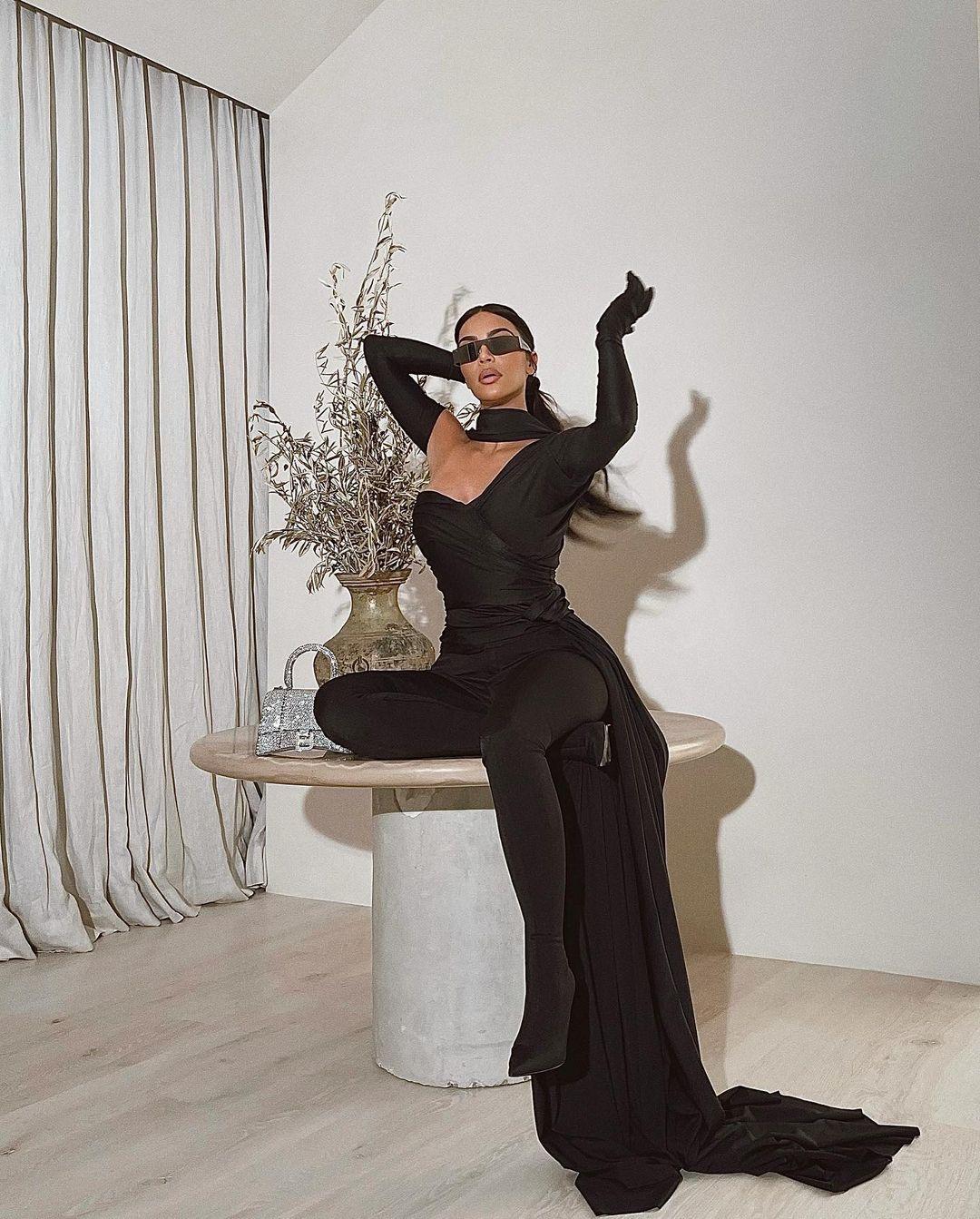 Kim Kardashian is In The Matrix! - Photo 2