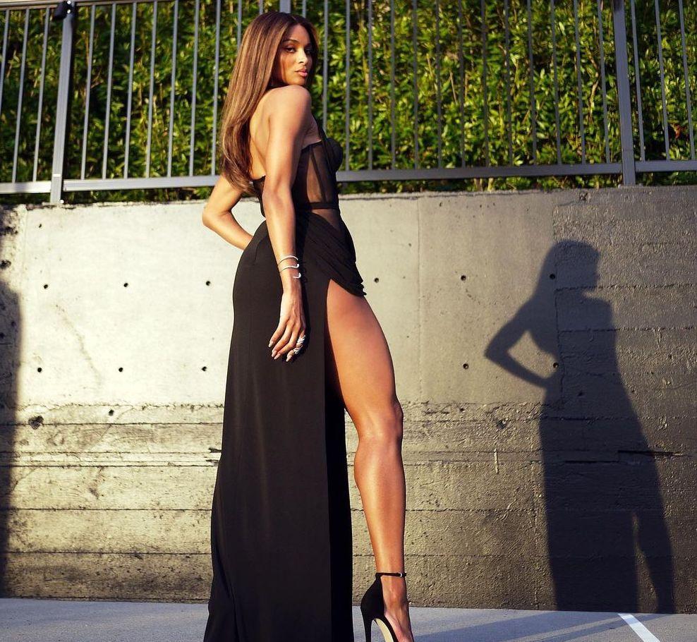 FOTOS ¡Ciara está trabajando su rendija alta!