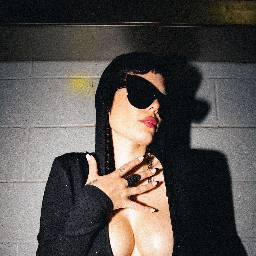 Halsey?s Bump Throwback! - Photo 7