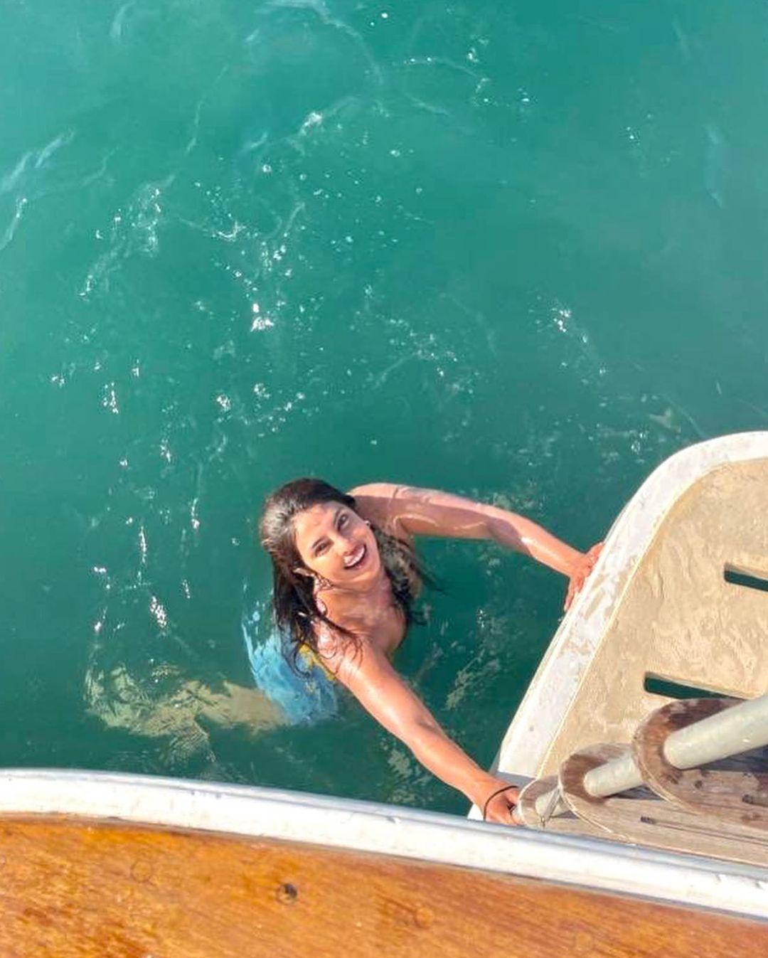 Priyanka Chopra est sur un bateau! - voir les 0 photos sur news-people.fr !